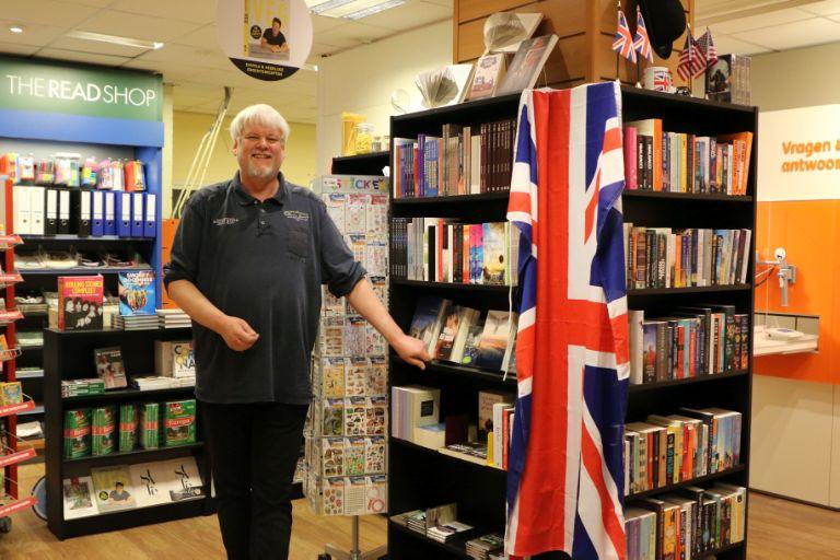 Eric Herni in zijn winkel The Read Shop